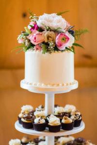 bel air maryland wedding flowers on cake